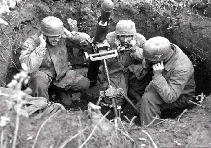 German paratroopers, 10 cm Nebelwerfer 35