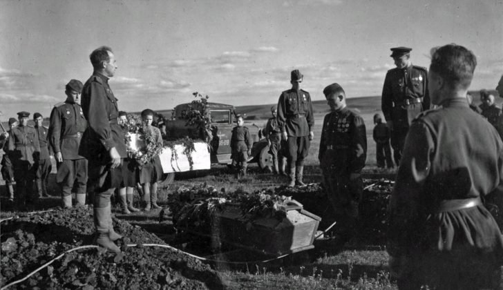 The funeral of Captain Grigory Liadov