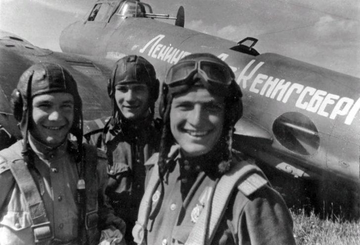 Crew of the bomber Pe-2