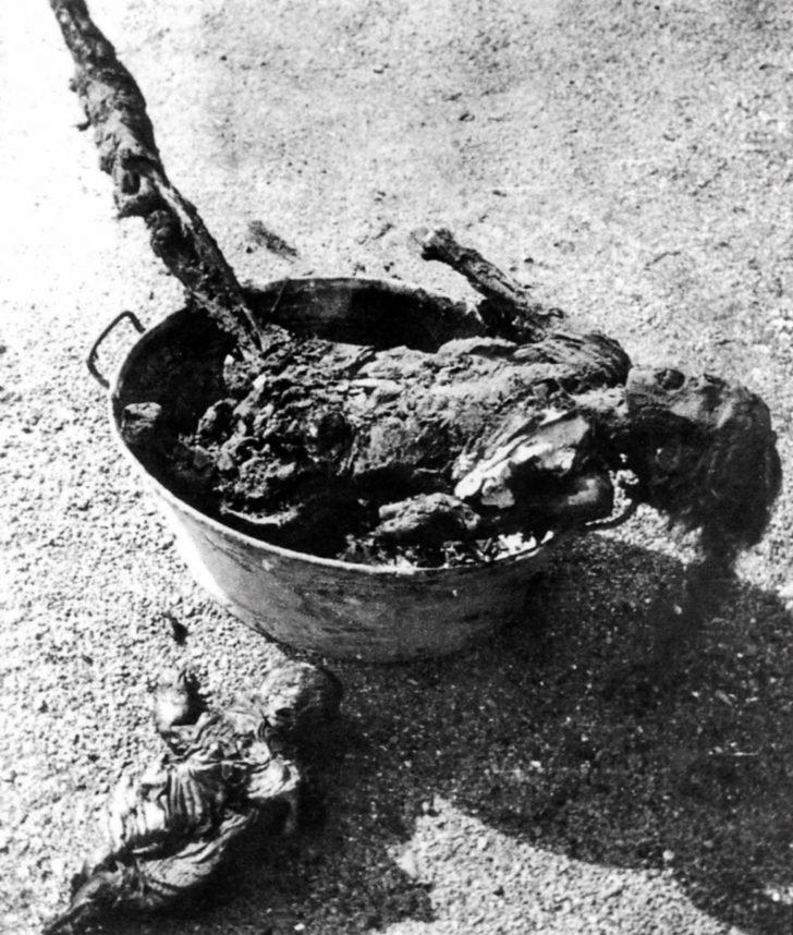 burnt bodies of Hamburg civilians