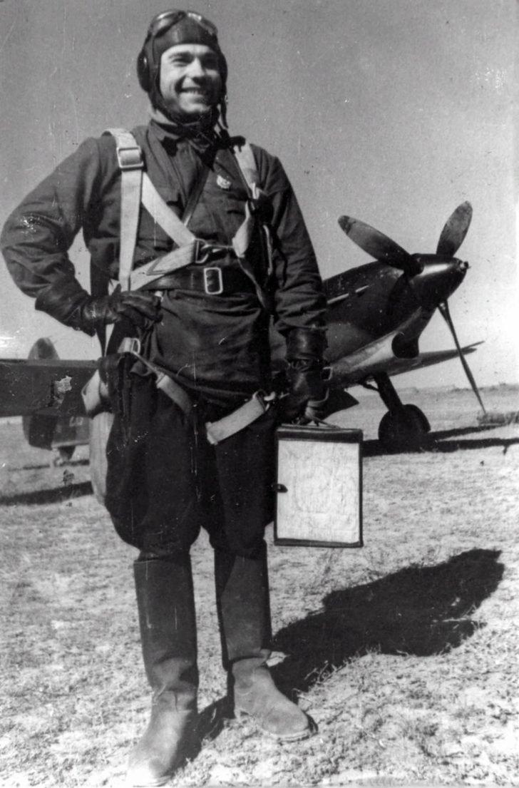 junior lieutenant Vladimir Lavrinenkov