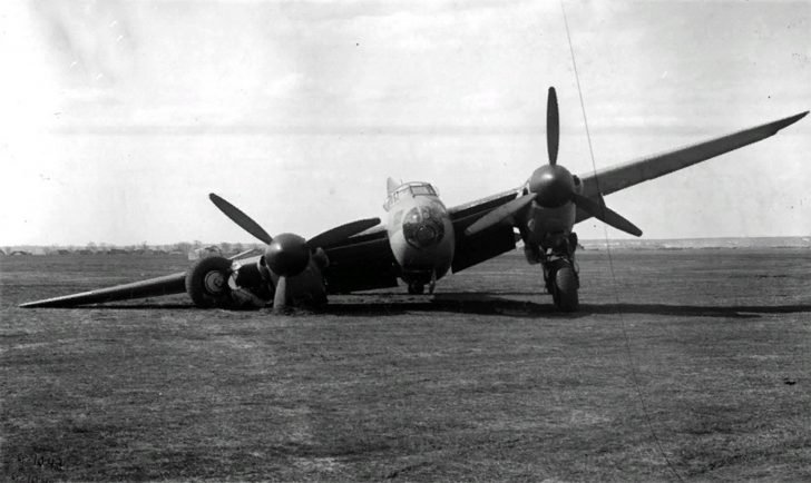fighter-bomber Mosquito
