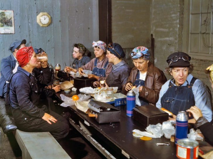 Workers of the Chicago depot