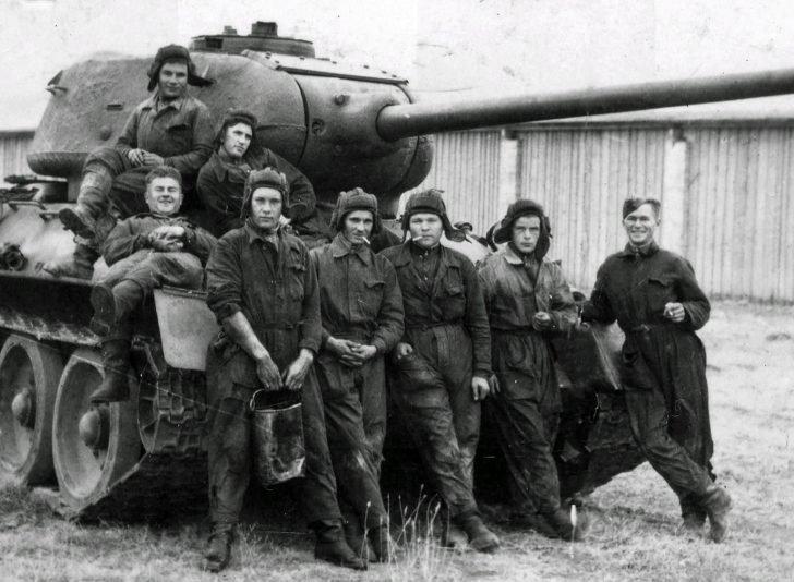 crew of the tank T-34-85