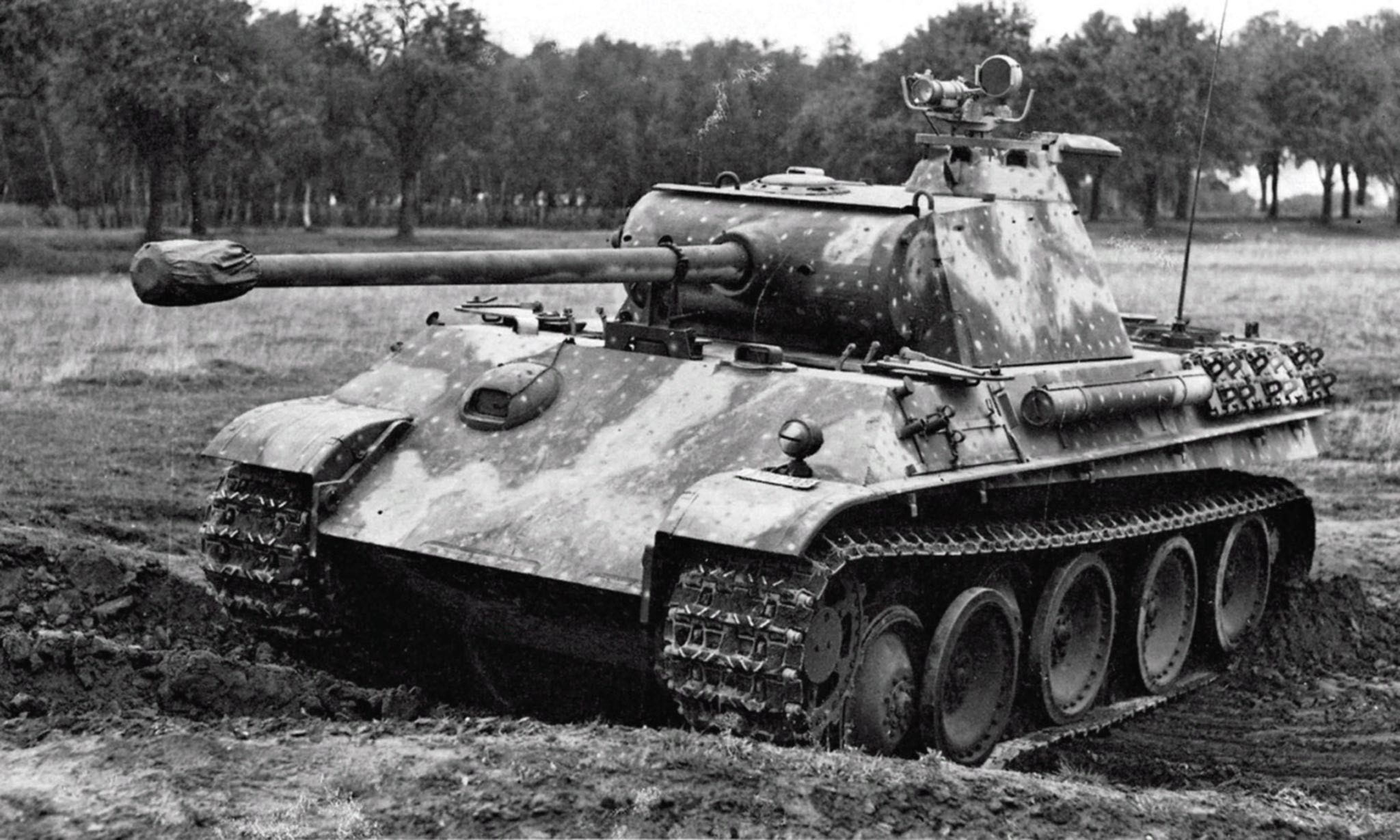 How does the German tank Panther 52