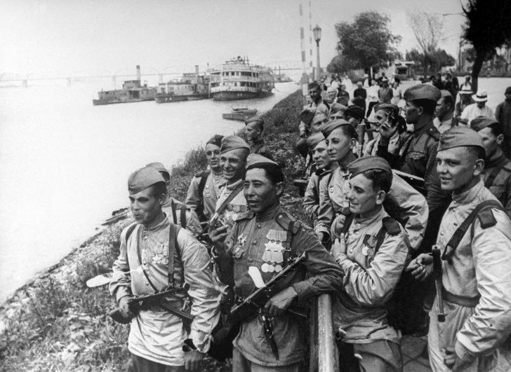 Soviet soldiers in Harbin
