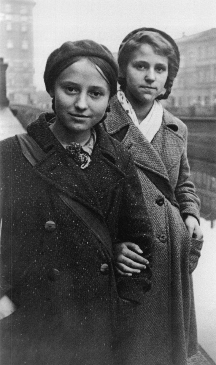 Leningrad schoolgirls