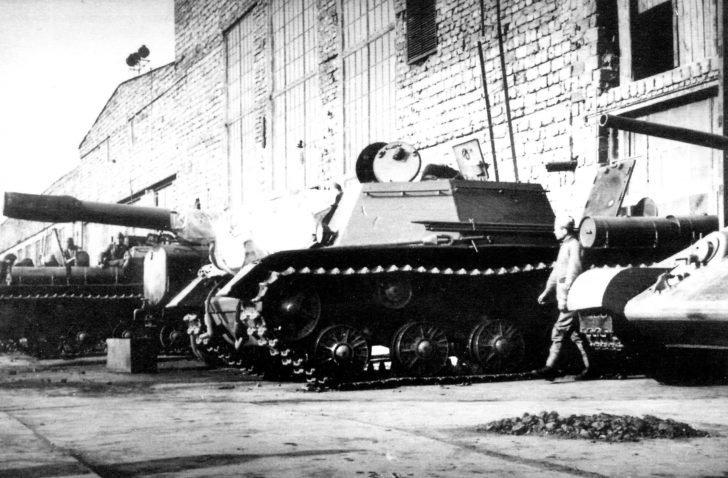 SU-152, T-34