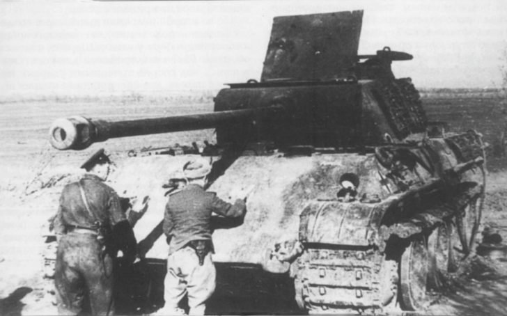 destroyed tank Panther
