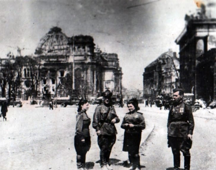 Soviet soldiers near the Reichstag