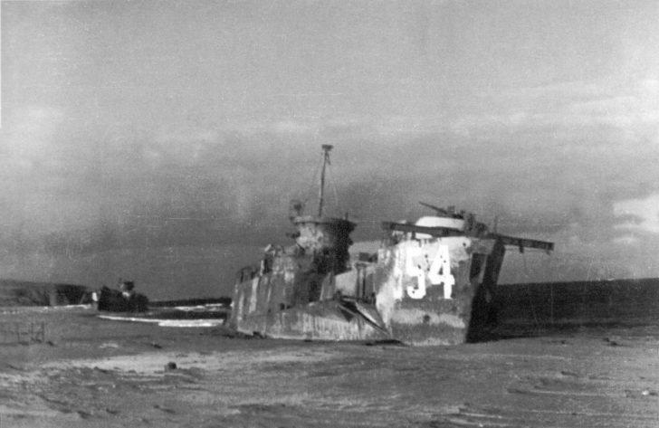 DS-9 landing ship