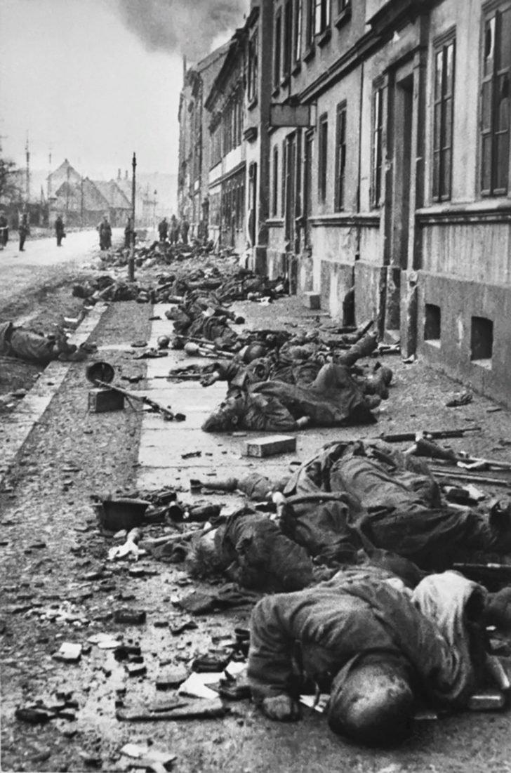 Bodies of German soldiers