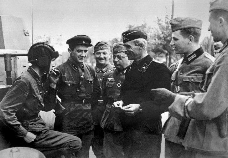 Soviet and German military in Brest-Litovsk