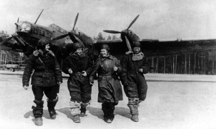 Crew members Pe-8 bomber