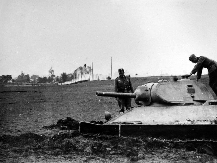 German soldiers, T-34