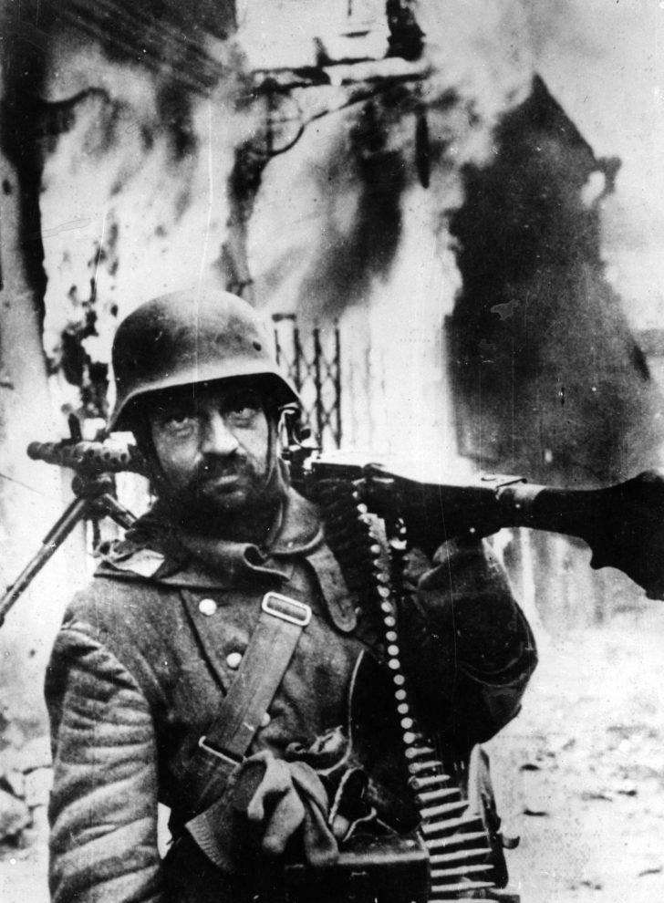 MG.34-machine gunner
