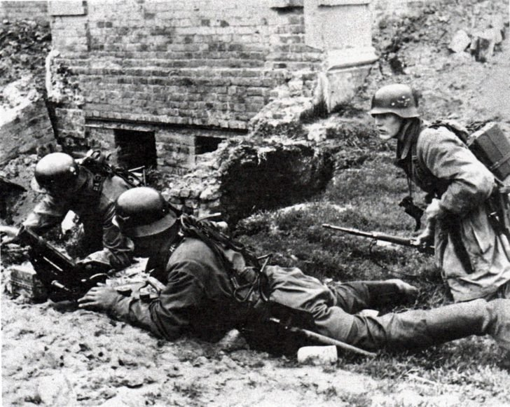 German mortar men