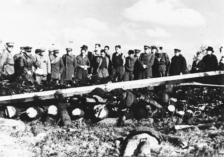 Representatives of the prosecutor's office of Soviet Estonia near the dead prisoners of the Klooga concentration camp