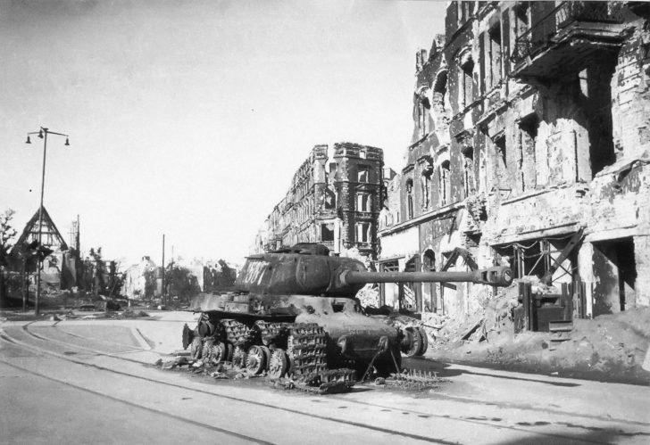 JS -2 tank of Lieutenant Degtyarev, destroyed in Breslau