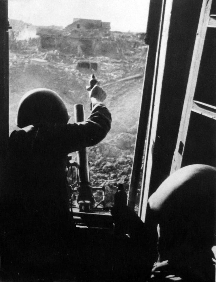 Soviet mortar crew