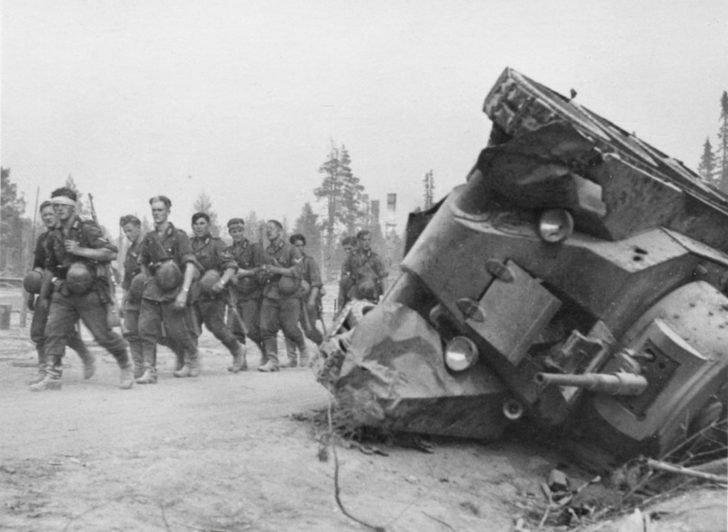 German infantry, BT-7 tank