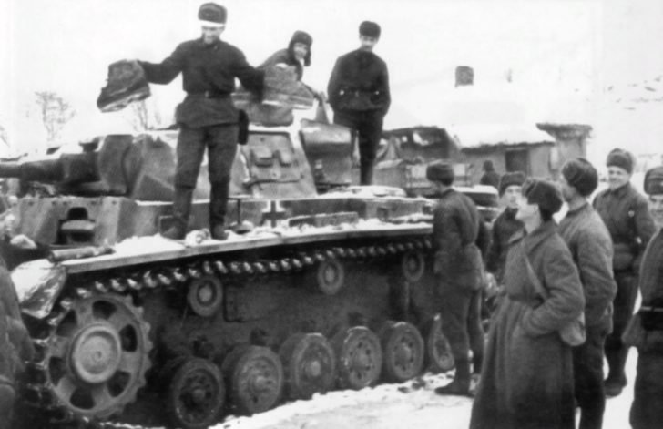 Soviet soldiers, Pz.Kpfw. III