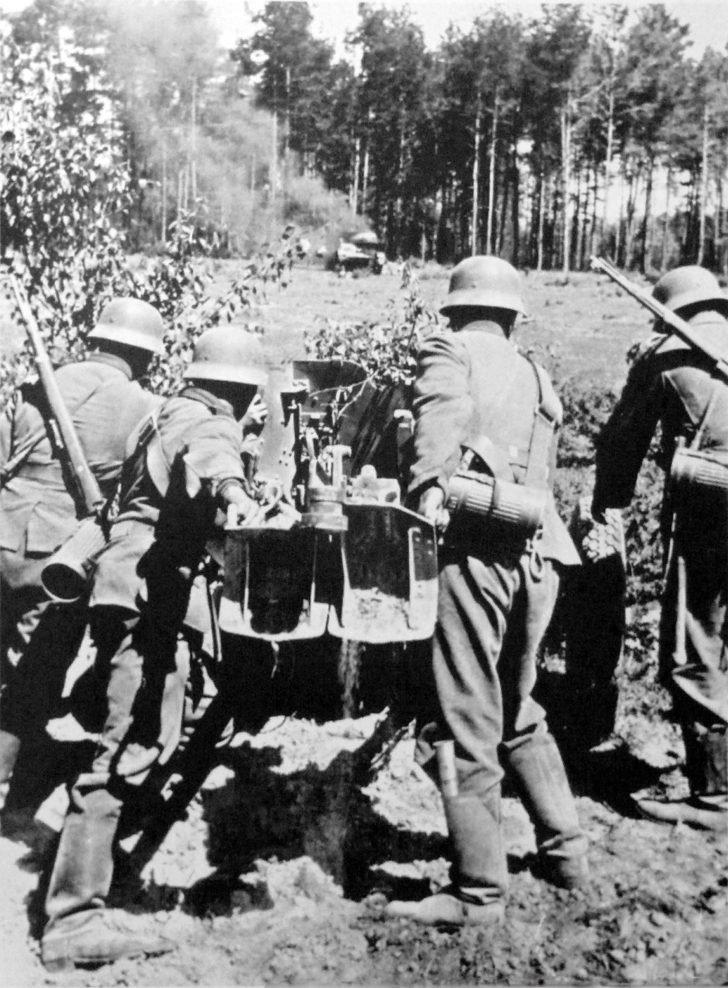 Team of Pak 35/36 anti-tank gun