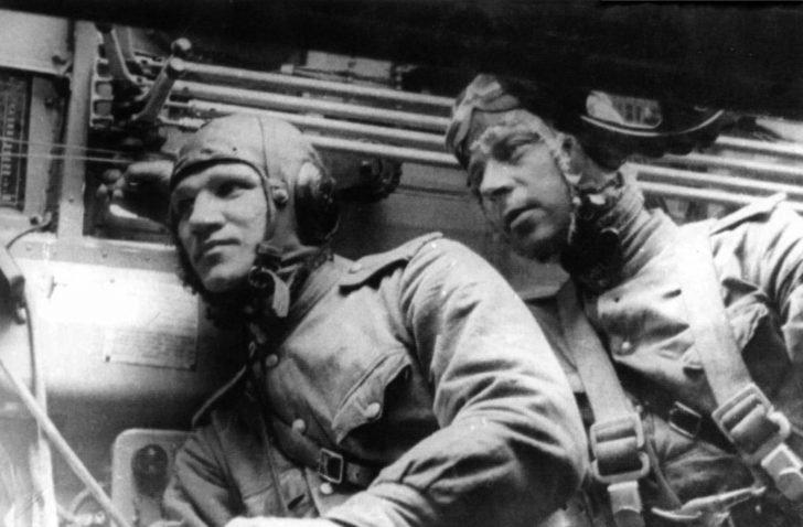 crew of the Pe-8 bomber