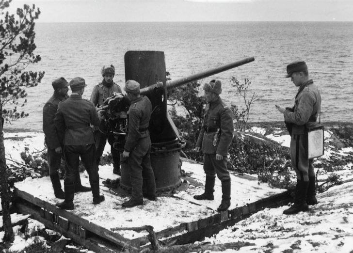 Finnish artillerymen