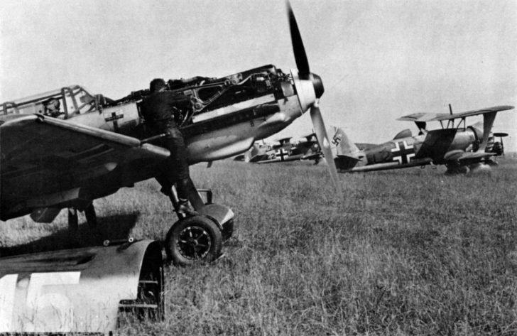 Messerschmitt Bf.109E-3, Henschel Hs.123A