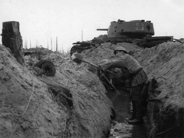 German soldiers, KV-1 tank