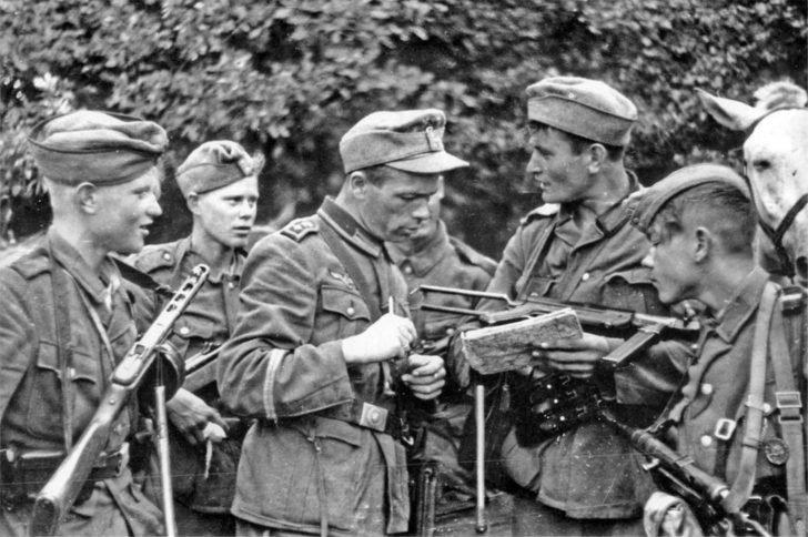 RONA soldiers, Wehrmacht Feldwebel