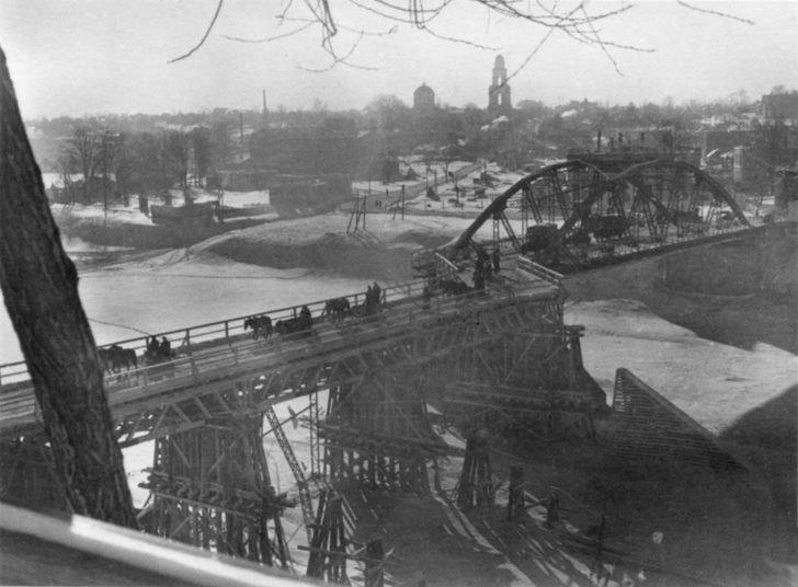 Nazi-restored bridge over the Volga in occupied Rzhev