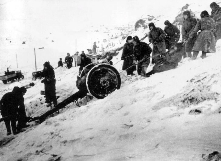 76-mm regimental cannon