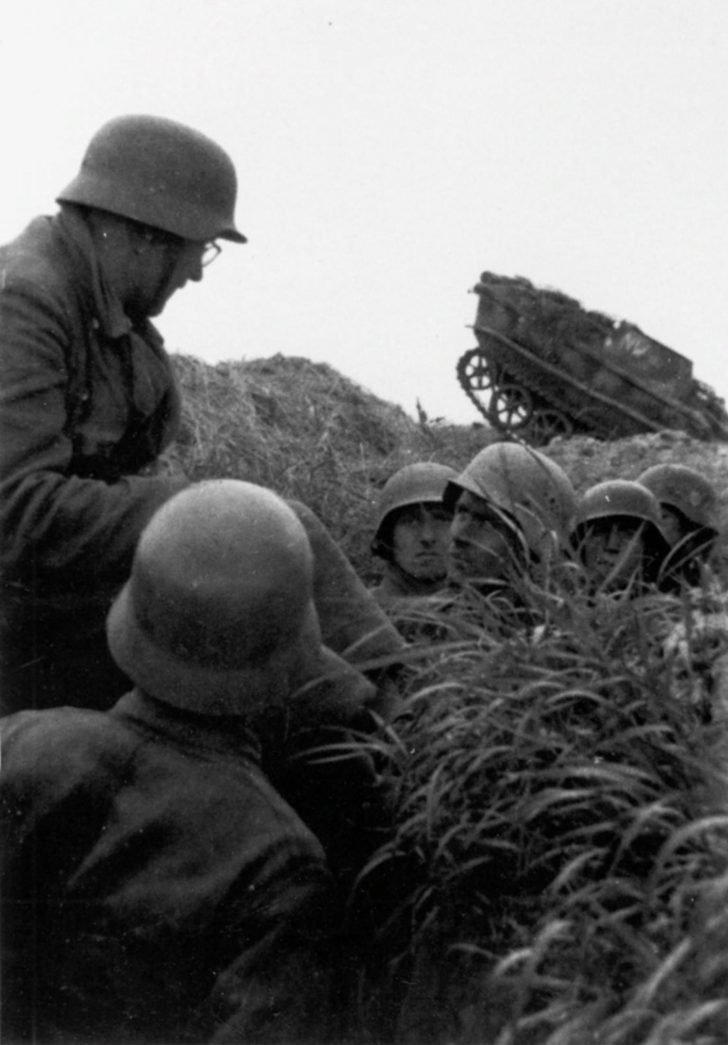 Wehrmacht soldiers, Borgward IV