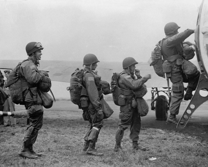 paratroopers on a C-47 Skytrain