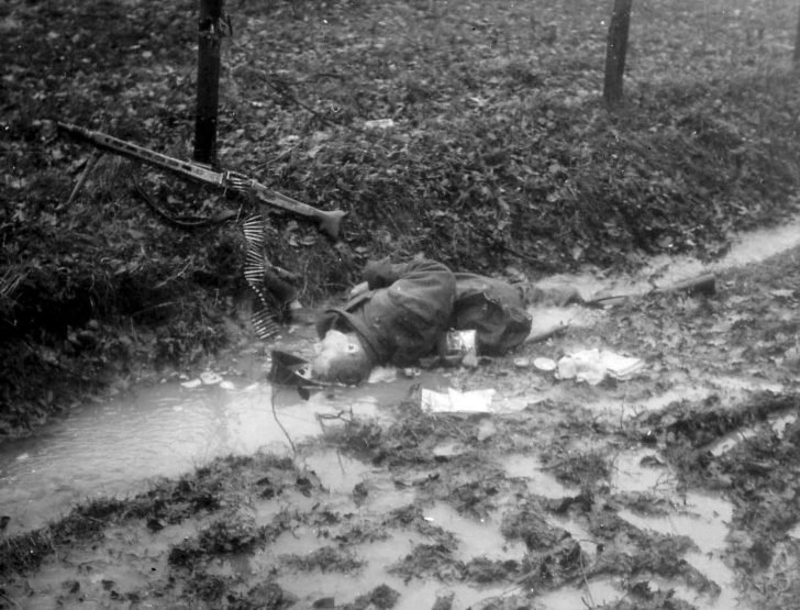 Killed MG.42-machine gunner