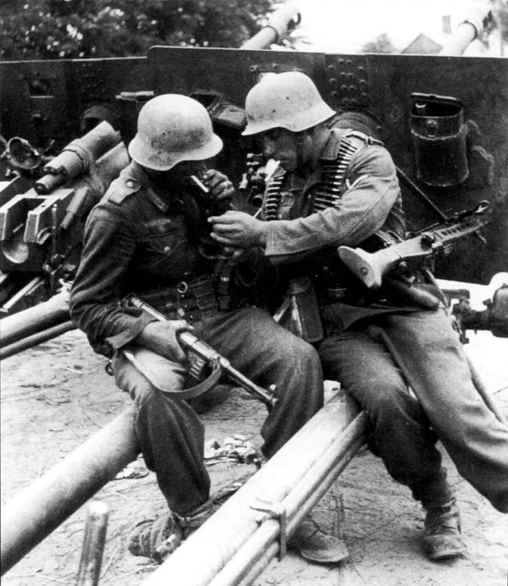 Soldiers from Panzer-Grenadier-Division Großdeutschland