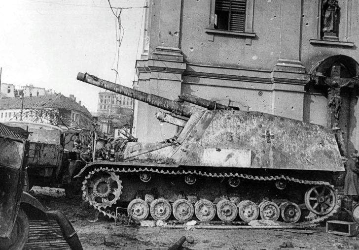Sd.Kfz.165 Panzerhaubitze Hummel