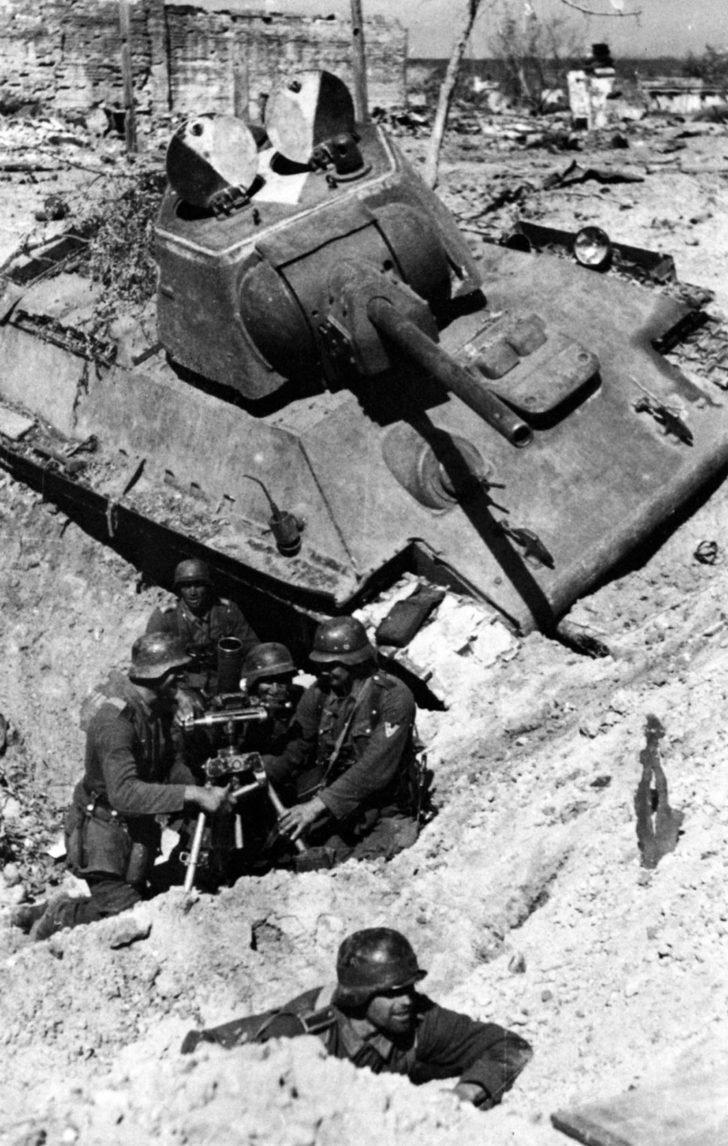 German mortar crew, T-34