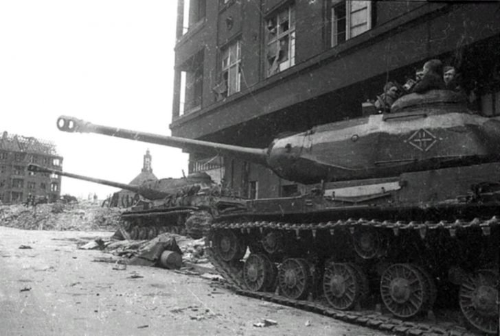 JS-2 heavy tanks