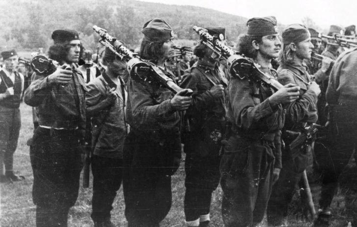 MG.34 machine gunners