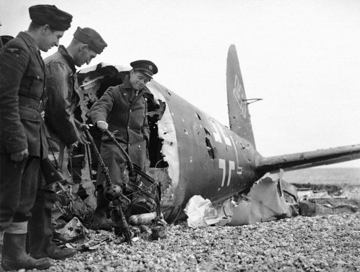 British soldiers, Heinkel He-111