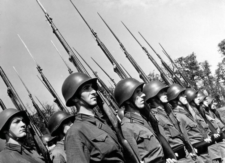 A platoon of infantrymen