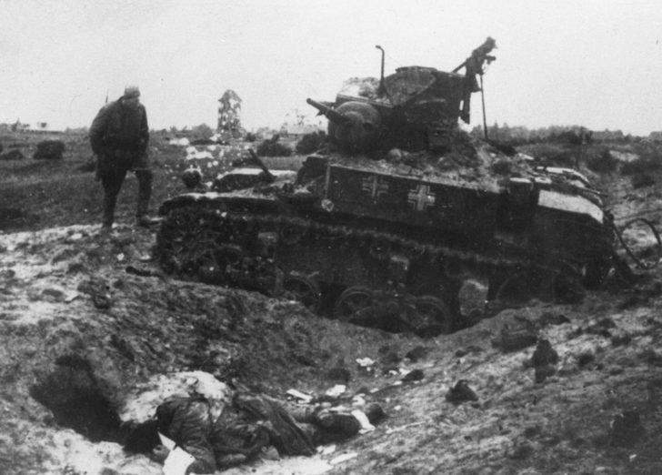 M3 Stuart, corpse of a Soviet soldier