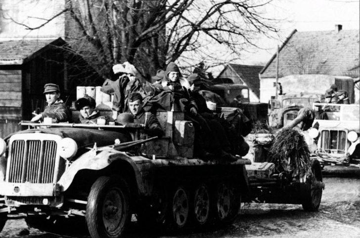 Sd.Kfz 10 tractor, PaK 40 anti-tank gun