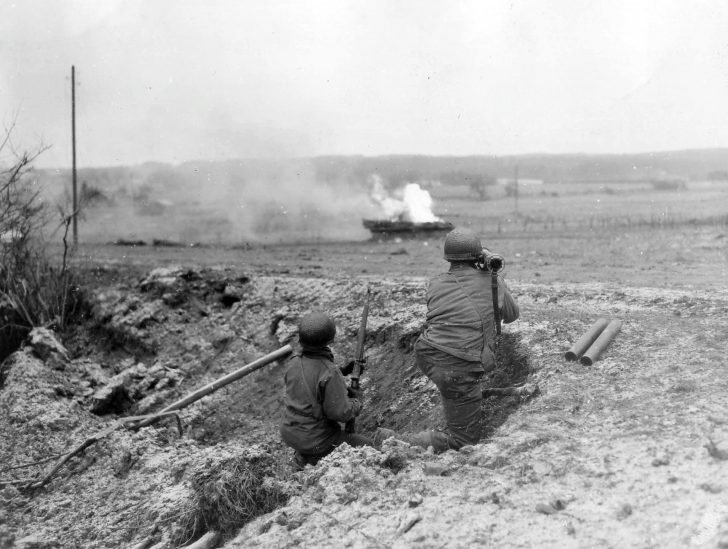 American soldiers, M9(A1) Bazooka, Panther tank