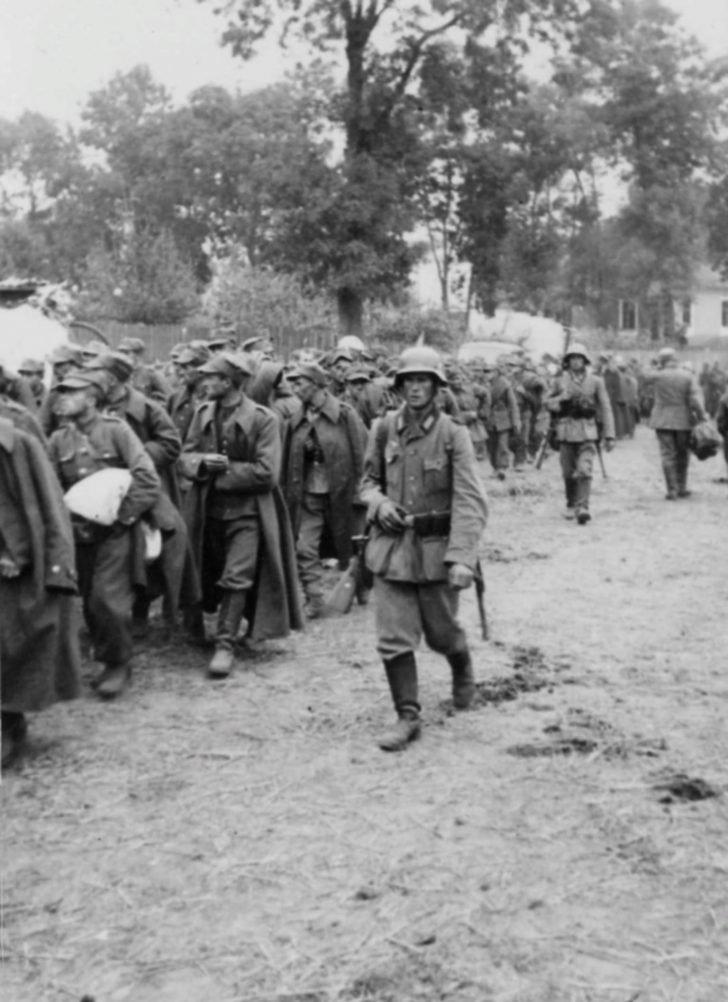 German soldiers, Polish prisoners of war