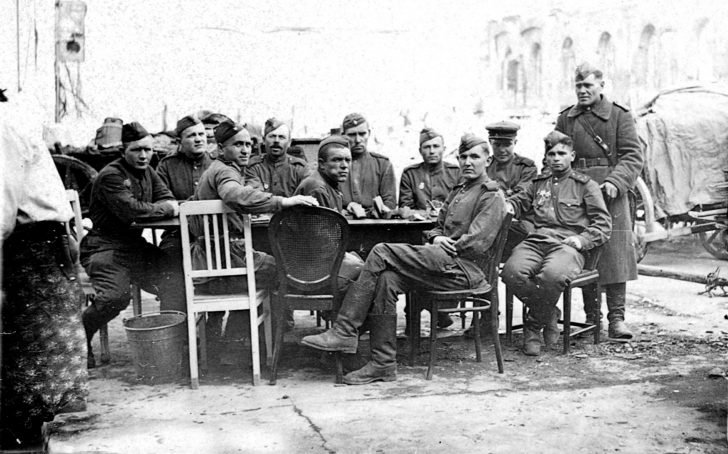 Gunners of the 27th Guards Rifle Division
