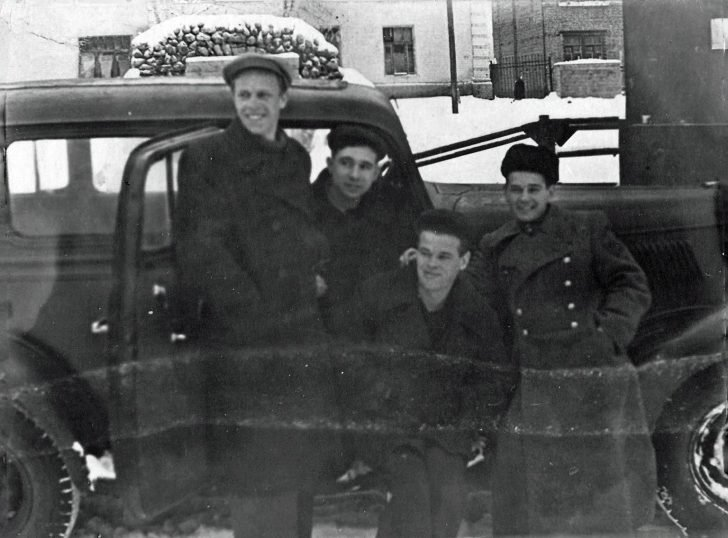 Gunners of the 27th Guards Division, GAZ-M-1 car